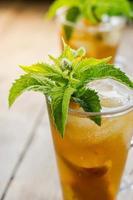 Glas süßer Pfirsich-Eistee foto
