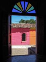 Tür im kolonialen Suchitoto foto