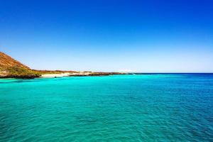 türkisfarbenes Wasser auf den Galapagosinseln foto