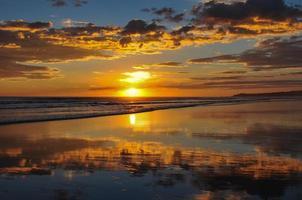wunderschöne Sonnenuntergänge von Playa El Cuco, El Salvador foto