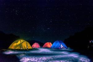 Astro-Camps direkt unter dem Sternenhimmel. foto