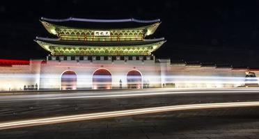 Gwanghwamun in der Nacht foto