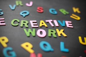Die kreativen Arbeiten im Retro-Stil wurden geschrieben foto