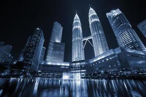 Petronas Türme in Kuala Lumpur foto