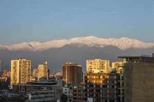 Blick auf die Anden von der Innenstadt von Santiago