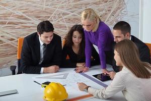 Architekten diskutieren foto