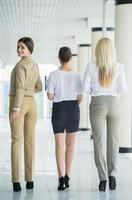 Frauen im Geschäft foto