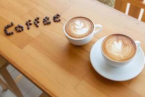 trink eine Tasse Kaffee zusammen foto
