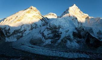 Abendansicht des Everest vom Pumo Ri Basislager foto