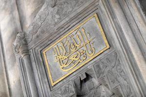Inschrift auf dem Brunnen