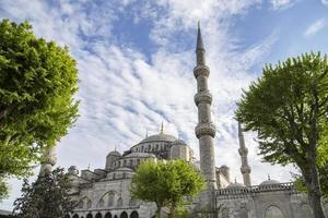 blaue Moschee in Istanbul an einem sonnigen Tag foto