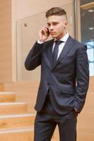 Anruf während des Meetings foto