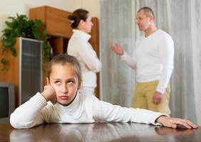 Familie mit Tochter mit Konflikt