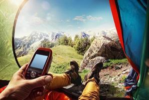 sport.tourism. GPS-Navigator in der Hand foto