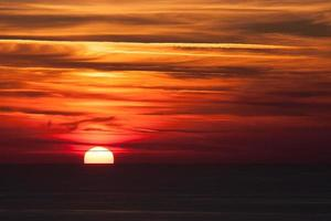 dramatischer Sonnenuntergang foto