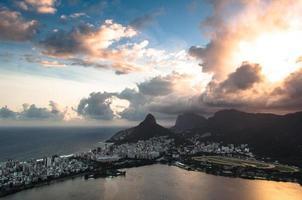 dramatischer Sonnenuntergang von Rio de Janeiro
