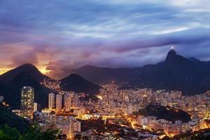 bunte Ansicht von Rio de Janeiro bei Sonnenuntergang