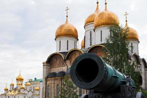 Zarenkanone und Mariä-Entschlafens-Kathedrale, Moskau foto