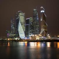 Moskauer Stadt bei Nacht foto