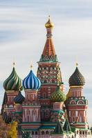 st. Basilikum Kathedrale in Moskau an einem sonnigen Tag foto