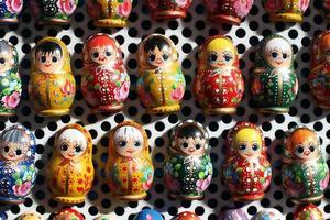 Gruppe russischer Matreshka-Puppen als Souvenirs