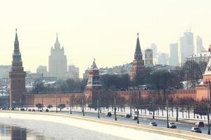 Moskauer Kremlkathedrale Winterlandschaftsdamm foto