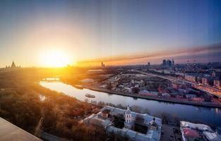 Nacht zu Tag Konzeptbild. Abend in Moskau.