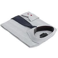 klassisches Herrenhemd und Krawatte