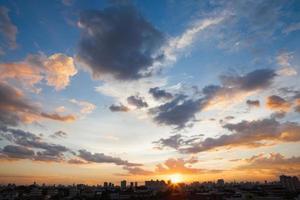 Sonnenuntergang und Sonnenaufgang foto