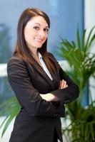 lächelnde junge Managerin foto