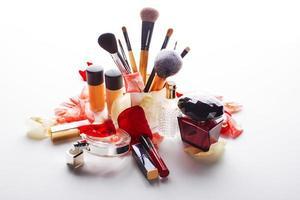 weibliche Kosmetik auf einem weißen Hintergrund foto