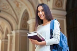 Porträt einer lächelnden Studentin foto