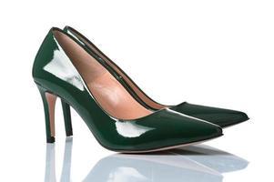 Paar weibliche Schuhe mit hohen Absätzen
