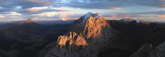 Urkiola bei Sonnenuntergang foto