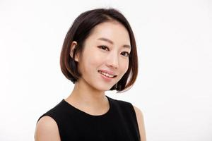 Yong hübsche asiatische Geschäftsfrau