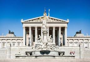 Österreichisches Parlament mit Pallas Athena Statue, Wien, Österreich foto