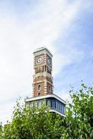Glockenturm im Garten foto