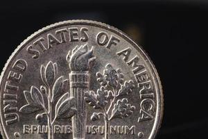 uns amerikanische Münze auf schwarzem Hintergrund foto