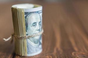 Geld auf dem Schreibtisch foto