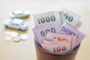 thailändisches Geld im Glas foto
