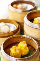 Dim Sum in Bambusdampfbehältern