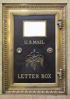 antiker Messing uns Briefkasten foto