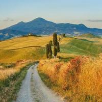 natürliche weiße Straße in der Toskana, Italien