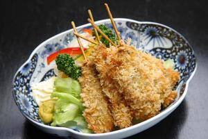 japanischer gebratener Fisch foto