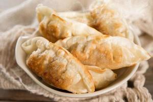 berühmte asiatische Gericht Pfanne gebratene Knödel foto