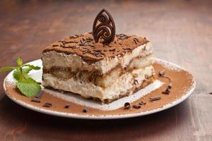 Portion italienischer Tiramissu-Kuchen foto