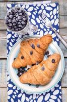 Croissant mit Beeren foto