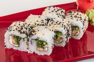 Traditionelle japanische Küche - Maki Roll mit Nori, Frischkäse foto