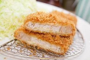 Tonkatsu, japanisches Essen gebratenes Schweinefleisch foto
