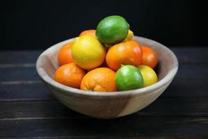 Anzeige von Zitrusfrüchten foto